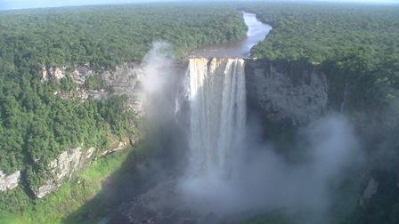 ガイアナ カイアユア滝